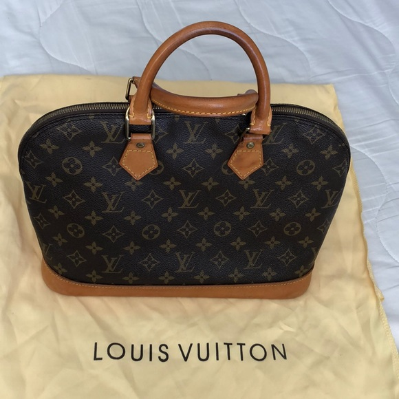 79946477f9e Authentic Louis Vuitton Alma purse 👜
